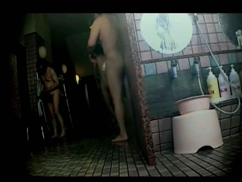 中年ノンケ男達のお風呂場は覗く! 覗きシーン  79枚 12