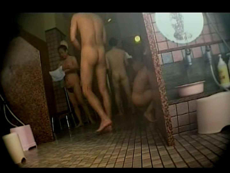 中年ノンケ男達のお風呂場は覗く! 覗きシーン  79枚 36