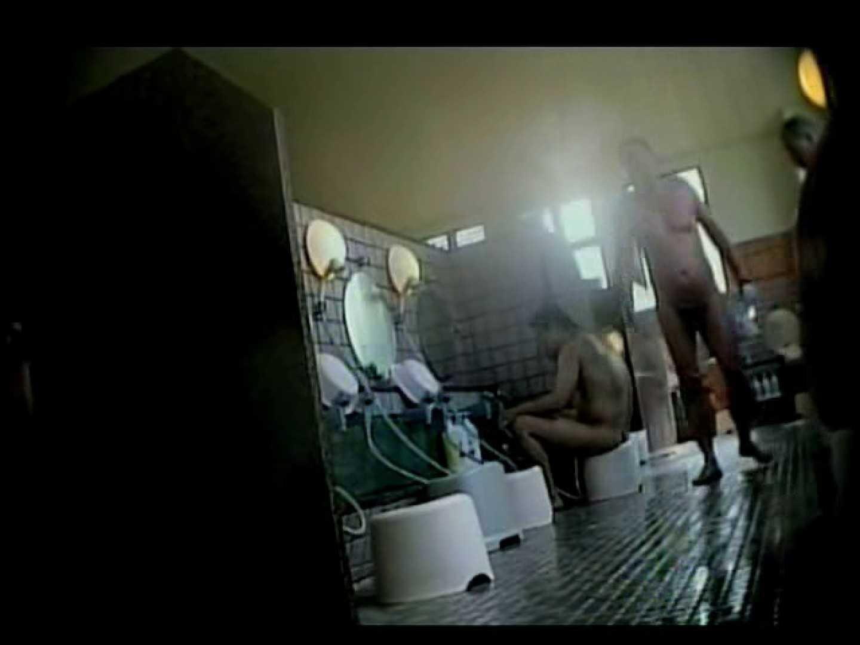 某日本国内の温泉にてあつかましくも覗かせていtだきました。 男・男・男 ゲイヌード画像 86枚 62