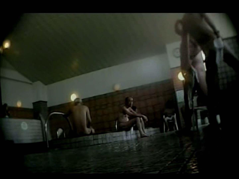 某日本国内の温泉にてあつかましくも覗かせていtだきました。 覗きシーン  86枚 70