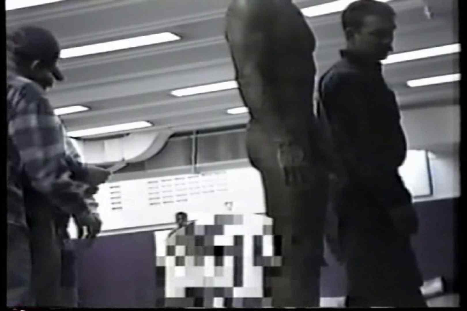 洋人さんの脱衣所を覗いてみました。VOL.1 覗きシーン ゲイえろ動画紹介 74枚 33