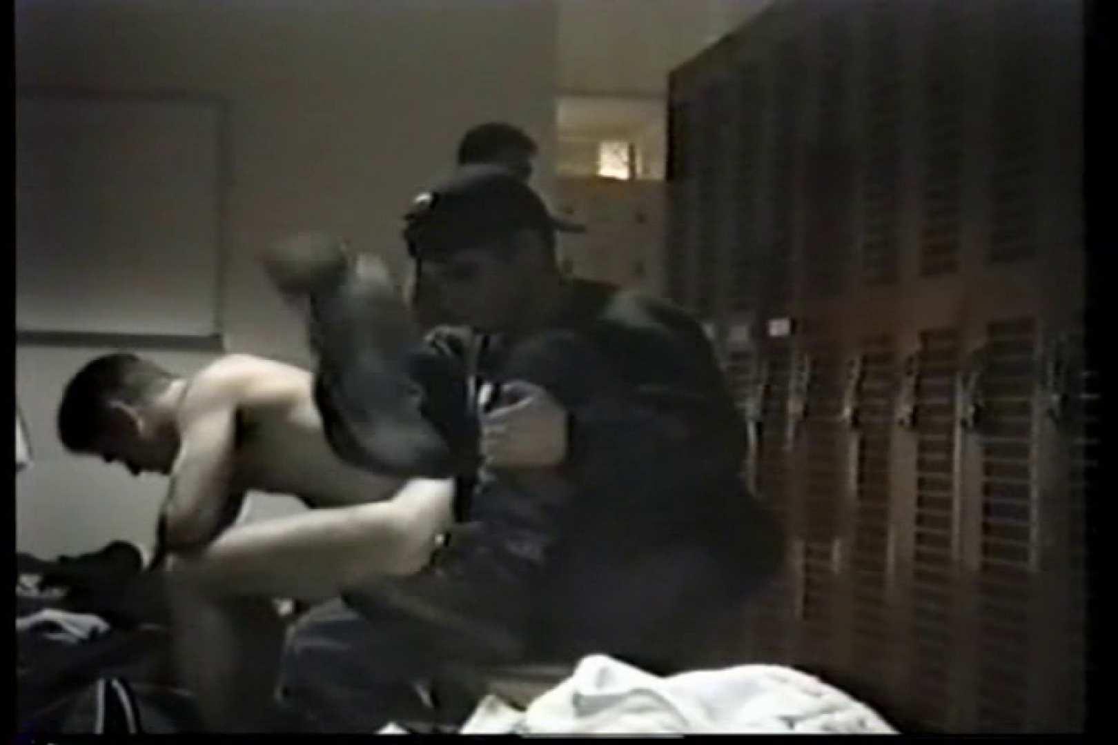 洋人さんの脱衣所を覗いてみました。VOL.3 男・男・男 男同士動画 92枚 32