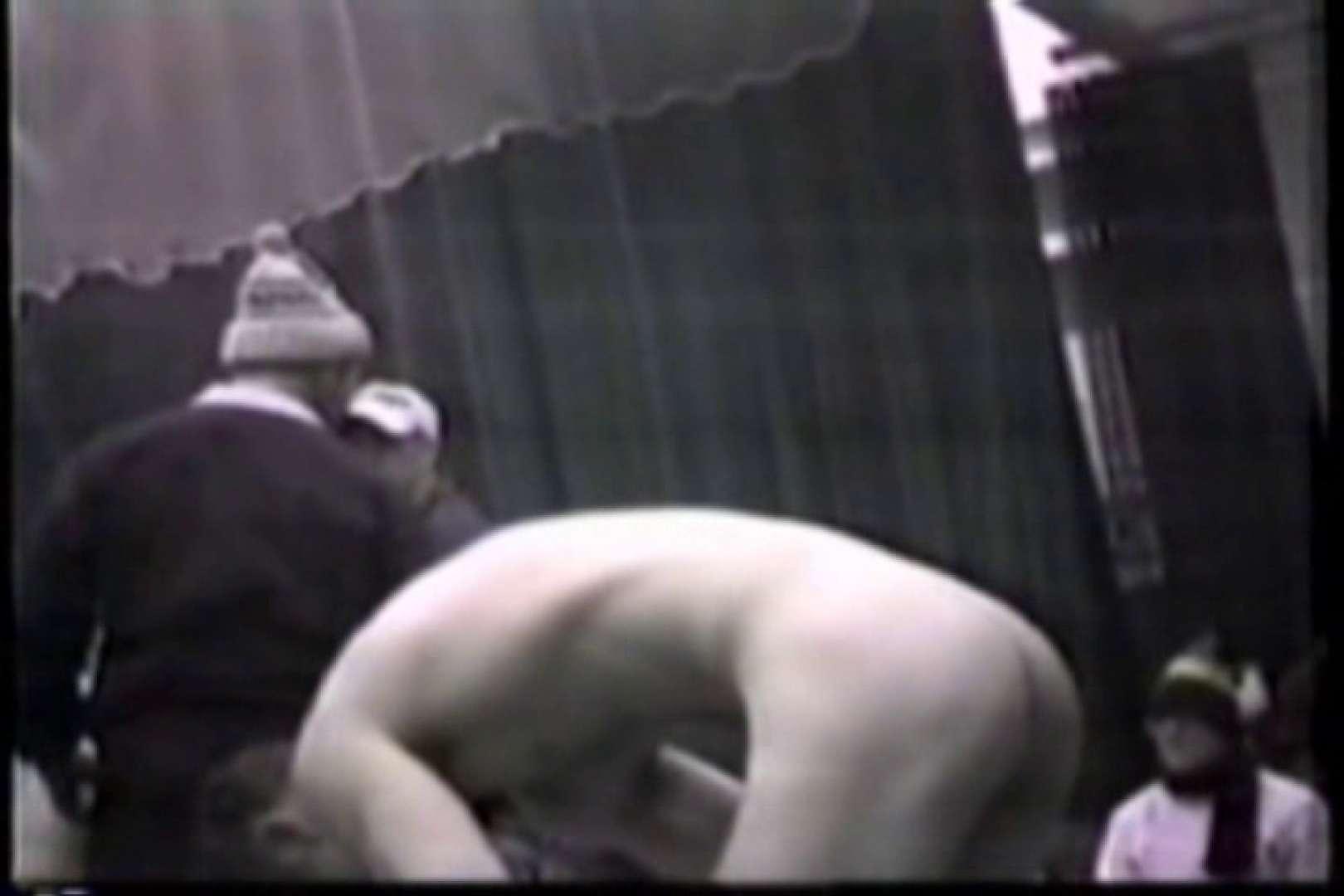 洋人さんの脱衣所を覗いてみました。VOL.6 覗きシーン   男・男・男  102枚 1